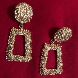 Jewelry - Gold Vintage Hanging Statement Earrings